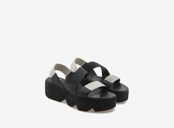 Chaussures à plateformes dentelées avec bandes élastiques