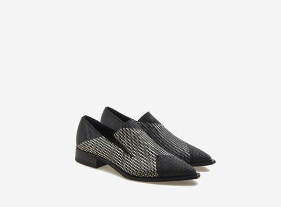Colour-block shoe in woven leather