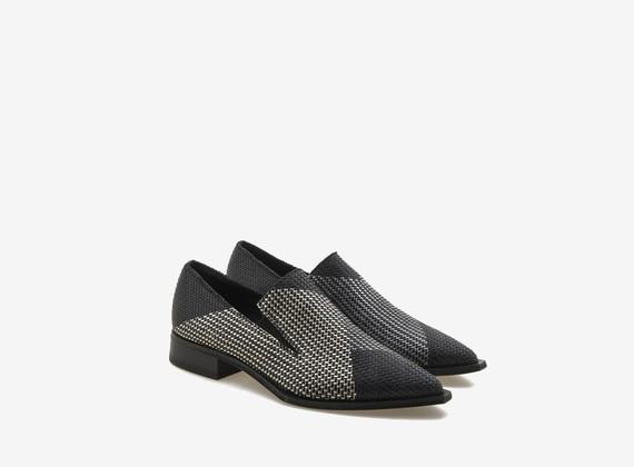 Schuh mit Colourblocking aus geflochtenem Leder