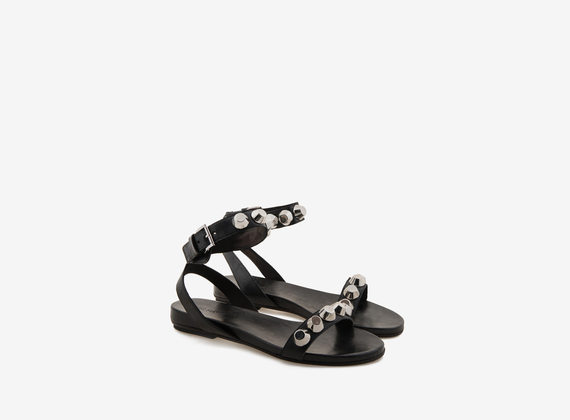 Sandal with fastening and maxi studs
