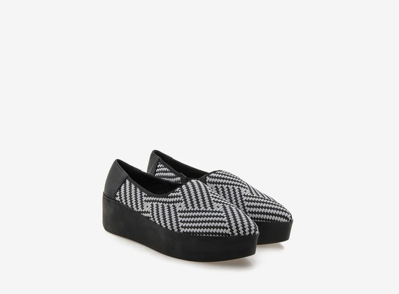 Sleeper with rubber two-tone weave on flatform