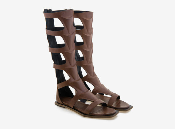Gladiator sandal with 3D motifs and geometrical sole