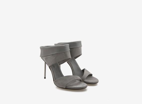 Sandalo con risvolto in camoscio e tacco stiletto