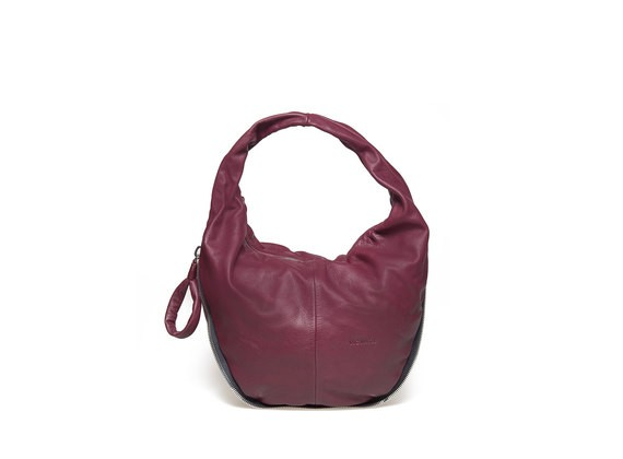Bag with twisted handle