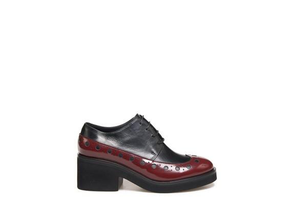 Derby-Schuh mit zweifarbiger englischer Lochverzierung