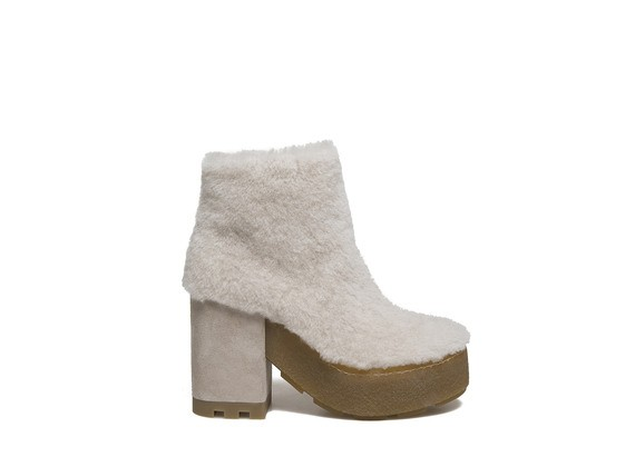 Sheepskin leather ankle boot with a crepe sole