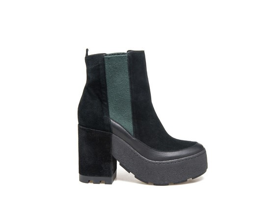 Beatles boots with contrasting colour elastic sides on crepe bottom