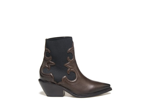 Beatle boots with side elastic and Texan embroidery
