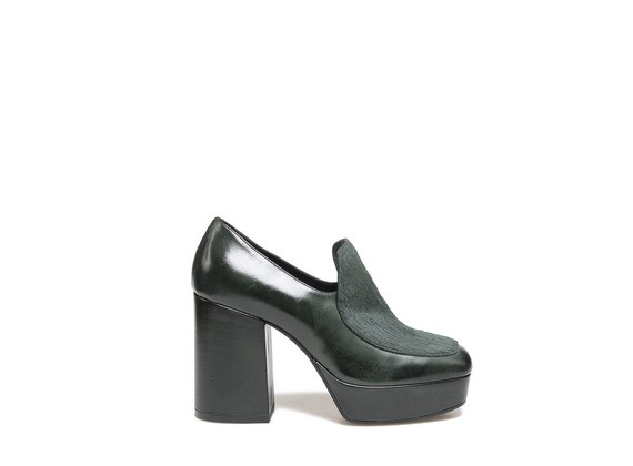 Moccasin with green pony skin effect vamp and platform
