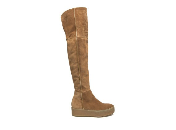 Overknee boot in leather coloured suede with crepe sole