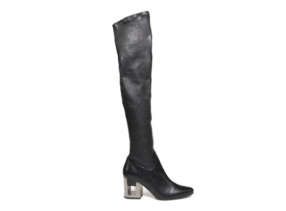 Stretch boot with band going through the perforated heel