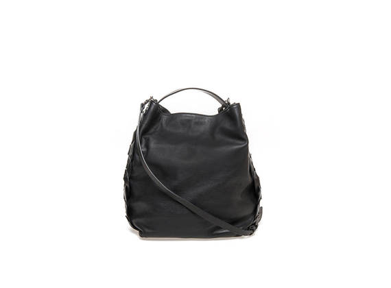 Bucket bag with twisted bands