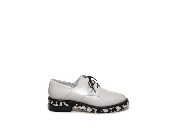 Derby with flecked sole