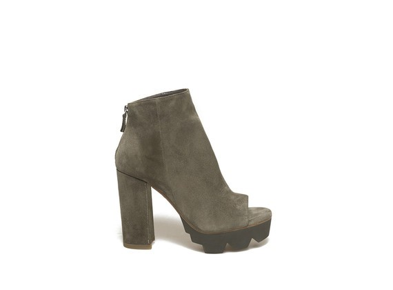Military green peep-toe low boot