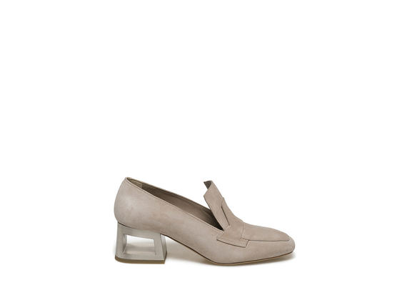 Light dusty pink-coloured loafer with perforated heel