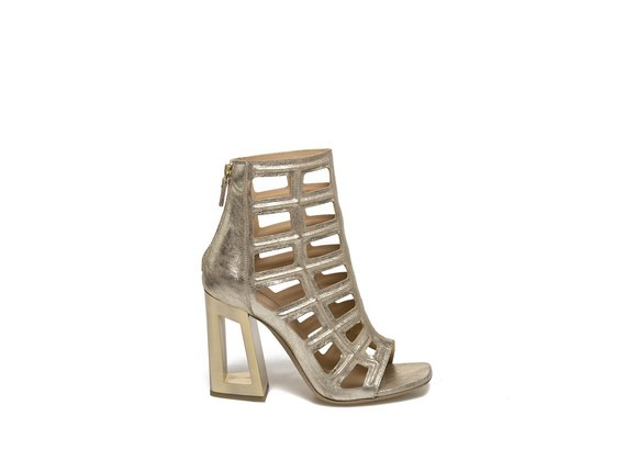 Caged sandal with perforated heel