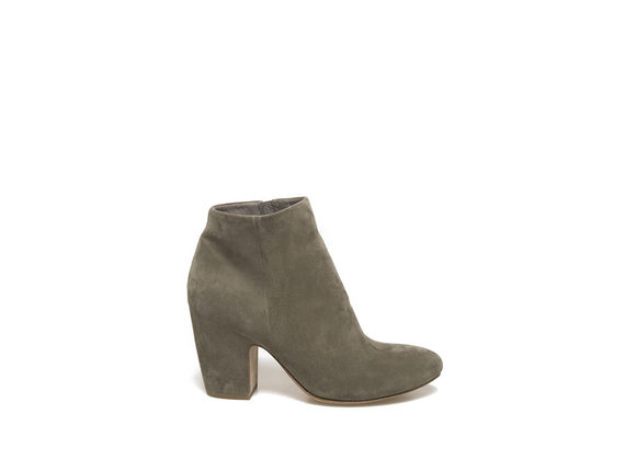 Military green low boot with shell-shaped heel