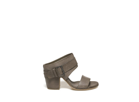 Military green sabots with shell-shaped heel