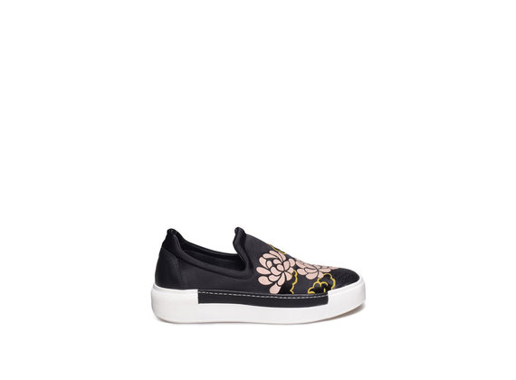 Slip-on with powder pink flower