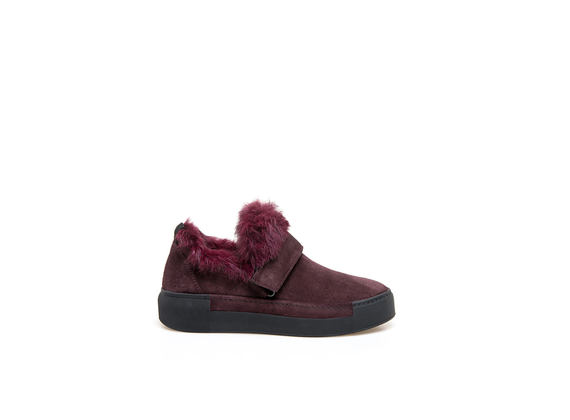 Burgundy slip-on shoes with velcro and rabbit fur appliqué