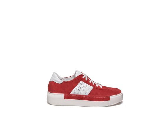 Chaussure lacée en suède couleur rouge