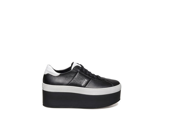 Lace up shoe with black and white leather platform