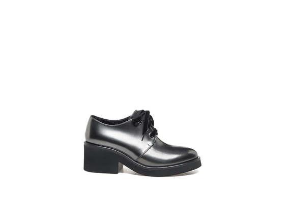 Derby shoes in metallic steel leather