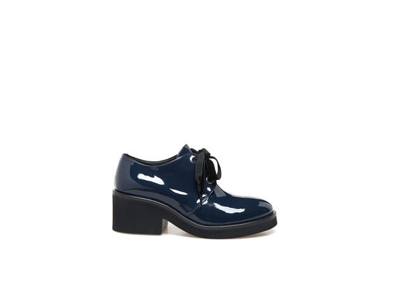 Derby shoes in blue patent leather