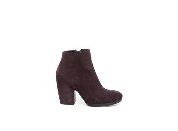 Burgundy suede ankle boots with shell-shaped heel