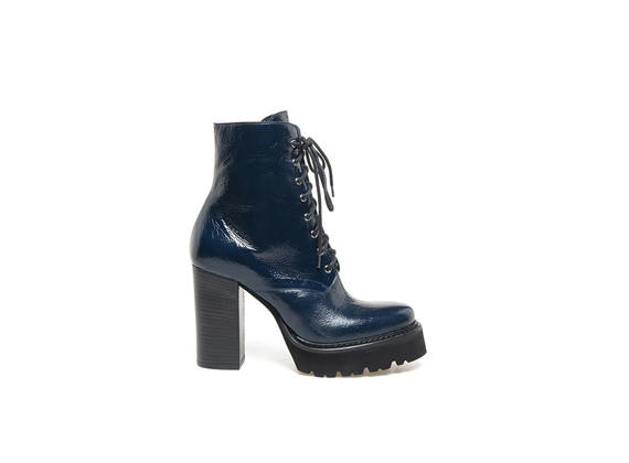 Blue naplak boots with Panama sole