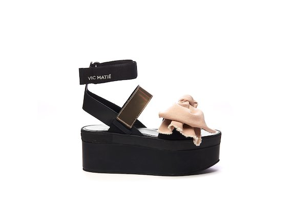 Sandale mit großer Schleife aus rosa Baumwolle und Keilabsatz
