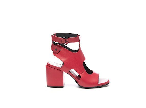 Fuchsia cut-out sandal with ankle strap
