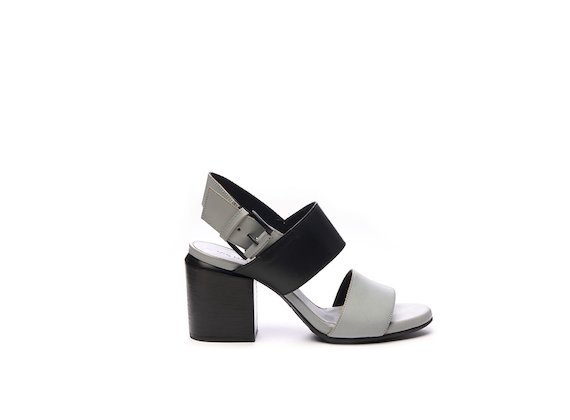 Sandal with colour block bands
