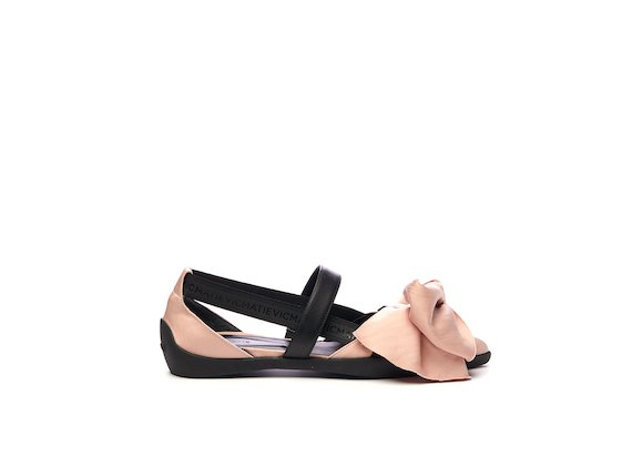 Ballerina shoe with pink elastic maxi bow