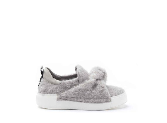Felt sneakers with bow