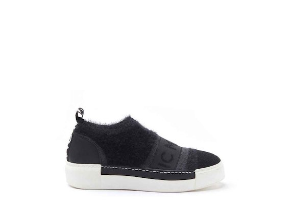 Mesh slip-on shoes with sneaker sole