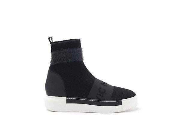 Socke aus Strick mit Sneaker-Sohle in Kontrastfarbe