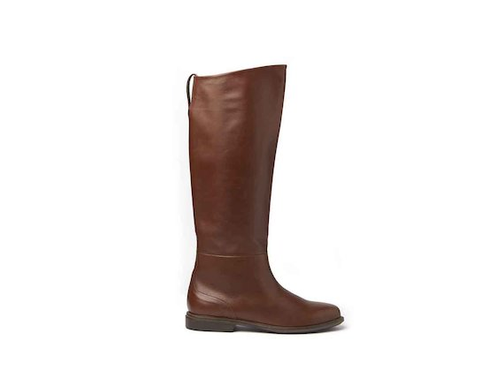 Cognac-coloured stove pipe boots with leather sole
