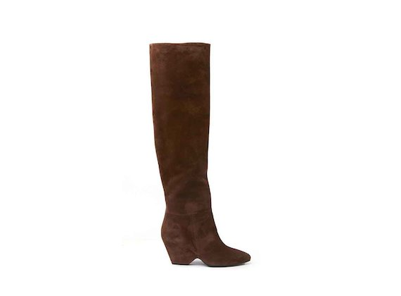 Cognac-coloured suede stove pipe boots with shell-shaped heel