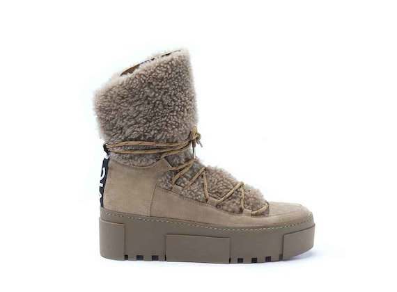 Hiking-style ankle boots with sheepskin and a rubber box sole