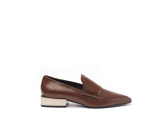 Cognac-coloured leather moccasins with metallic gold block heel