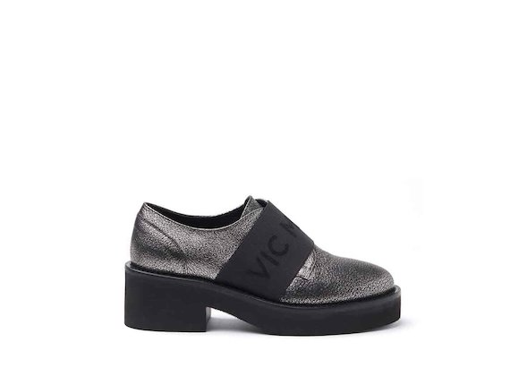Metallic silver leather Derby shoes with elastics and rubber sole