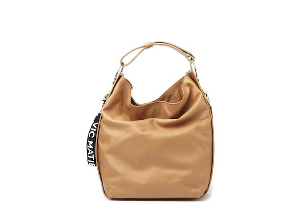 Tara<br />Leather bucket bag with rings