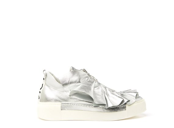 Silver shoe with metal zip and ruches