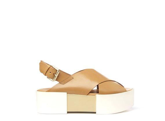 Sandalo con fasce incrociate color cuoio