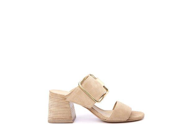 Sandalo tacco cuoio e fibbia oro