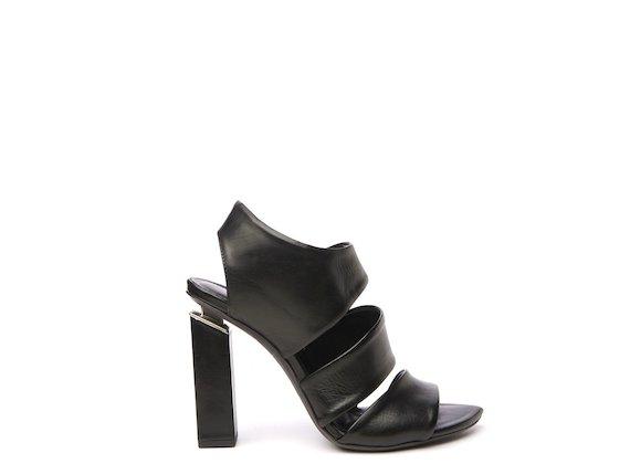 Sandalo nero con fasce asimmetriche su tacco sospeso