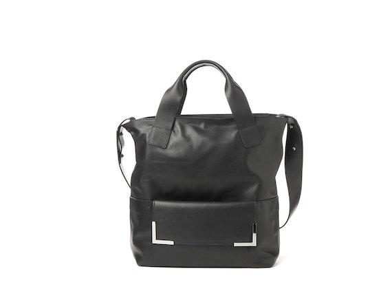 Petra<br>Shopper bag with metal accessory
