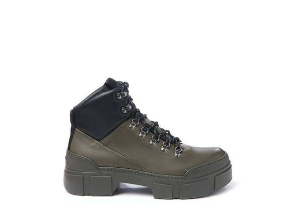 Army green walking boot with hooks