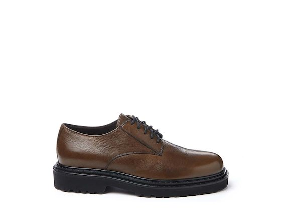 Leather-coloured Derby shoe